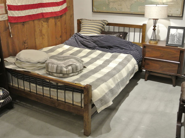 ACME GRAND VIEW BED Double
