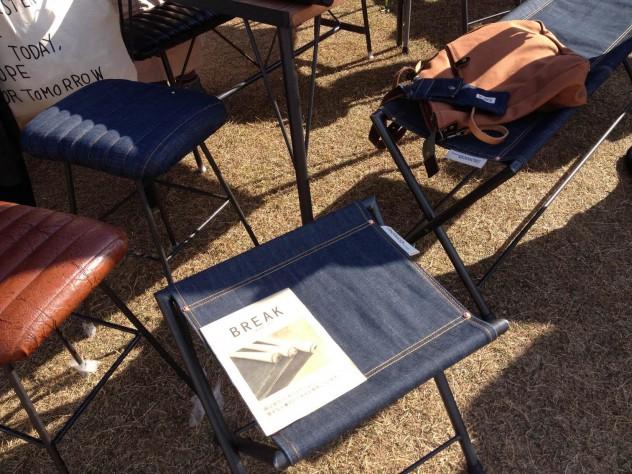 岡山のデニムを使ったスツールやベンチ。